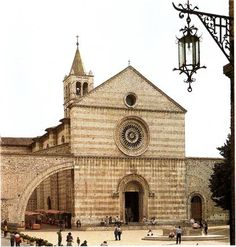Basilica of St. Clare Assisi, Italy - picked her as my confirmation saint after going to here Rome Travel, Italy Travel, Clare Of Assisi, St Clare's, Champions Of The World, Catholic Churches, Saint Francis, Umbria Italy, Living In Europe