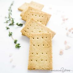 Low Carb Recipes Keto Paleo Low Carb Crackers Recipe with Almond Flour - 3 Ingredients - These crunchy, buttery paleo crackers have just 3 simple ingredients. If you're looking for an easy keto low carb crackers recipe, this is the one! Keto Foods, Ketogenic Recipes, Keto Snacks, Gluten Free Recipes, Low Carb Recipes, Diet Recipes, Paleo Food, Soup Recipes, Cookie Recipes