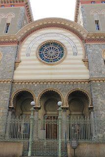 La sinagoga di Torino è il principale luogo di culto della comunità ebraica di Torino. È situato in piazzetta Primo Levi nel quartiere multietnico San Salvario, poco distante dalla stazione ferroviaria di Torino Porta Nuova