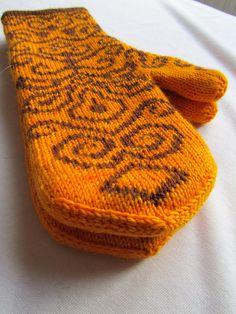 gorgeous double-knit mittens (in sock yarn) Crochet Mittens, Mittens Pattern, Knitted Gloves, Knit Crochet, Fingerless Gloves, Fair Isle Knitting, Knitting Socks, Hand Knitting, Knit Socks