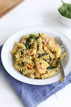 Pesto pasta halvben & # s Pesto Pasta, Savory Snacks, Italian Recipes, Risotto, Foodies, Menu, Paleo, Favorite Recipes, Healthy Recipes