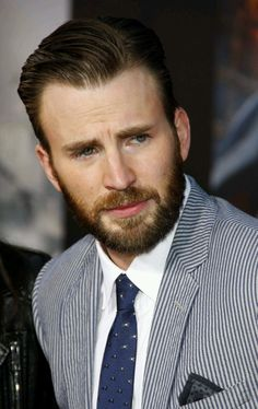 Chris evans at the world premiere of marvel's 'avengers: age of ultron' held Capitan America Chris Evans, Chris Evans Captain America, Capt America, Steven Grant Rogers, Steve Rogers, Most Beautiful People, Beautiful Men, Christopher Evans, Mario
