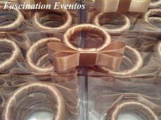 Porta Guardanapos para Casamentos e Eventos em Geral: PORTA-GUARDANAPOS DE LACINHO CHANEL NA ARGOLA PARA CASAMENTO EXCLUSIVO BY FASCINATION EVENTOS REF. 107. ENCOMENDAS FASCINATIONEVENTO@GMAIL.COM Handmade Crafts, Diy And Crafts, Arts And Crafts, Napkin Holder Rings, Napkin Folding, Deco Table, Decoration Table, Diy Gifts, Napkins