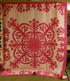 Hawaiian Quilt Patterns, Hawaiian Pattern, Hawaiian Quilts, Red And White Quilts, Silky Touch, Tropical, Textiles, Free Motion Quilting, Applique Designs