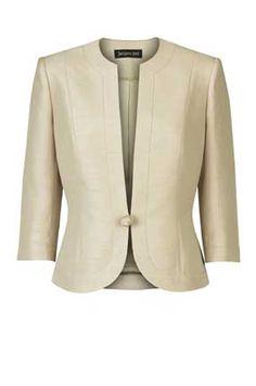 гардероб женщины за 50 жакет фото базовый гардероб советы стилиста