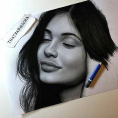Learn to Draw Realistic Portraits in Pencil Smile Drawing, Mouth Drawing, Sketches Of People, Drawing People, Kris Jenner, Kylie Jenner Drawing, Hyperrealistic Drawing, Tumblr Drawings, Pencil Drawings