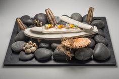 La sole en croûte d'argile laquée au vin jaune et coquillages Restaurant Mathieu Pacaud- Histoires