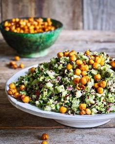 Brokkolisalat med sprø kikerter – Food On The Table – Oppskrifters Raw Food Recipes, Salad Recipes, Healthy Recipes, Vegan Meal Plans, Meal Planning, Side Dishes, Food And Drink, Veggies, Healthy Eating