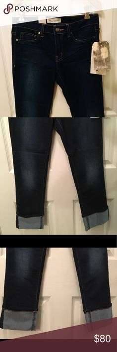 Henry & Belle cropped super skinny jeans sz27 Henry & Belle cropped super skinny Adriatic jeans size 27. Dark wash in color. Cuffed hem at bottom. Button and zip closure. Stretch material. Henry & Belle Jeans Skinny