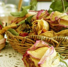 Have some old petals taking up space? Check out these 5 ways to use and decorate with dried flowers! Dried Rose Petals, Flower Petals, Dried Flowers, Belle Image Nature, Image Nature Fleurs, Nature Verte, Drying Roses, Dealing With Grief, How To Preserve Flowers
