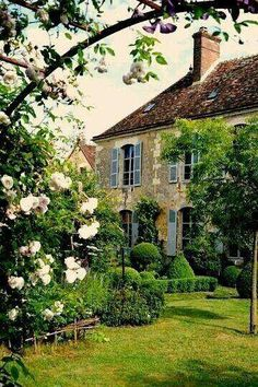 Love the blue shutters, the cottage style, the garden, the countryside feel to it. French Country Cottage, French Countryside, French Country Style, French Farmhouse, Farmhouse Style, Country Houses, Farmhouse Decor, Farmhouse Garden, Beautiful Gardens
