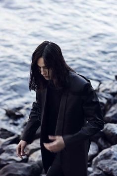 jonah kobe, the gothic vampire, 22 years old. kleptomaniac leech, never talks about himself, a bad boy with eyeliner. just wants to have some fun and kill some demons.