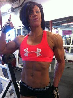 Although I don't wanna look as muscular as her, I LOVE dana linn bailey. I wanna be her friend. Dana Linn Bailey, Fitness Inspiration, Camille Leblanc Bazinet, Dana Lynn, Model Training, Ripped Girls, Workout Pictures, Fitness Pictures, Muscular Women