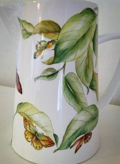 Resultado de imagem para Pablo Acosta Gempeler china painter Porcelain Ceramics, Ceramic Vase, China Porcelain, Ceramic Pottery, Flower Vases, Flower Art, Pottery Classes, China Painting, Ceramic Design