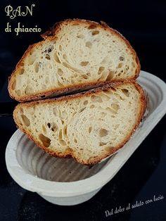Il Pan di ghiaccio è un pane dalla crosta fragrante e la mollica leggerissima che sfrutta la tenica del freddo, anzi del gelo! E' una ricetta molto utile a quanti trascorrono molte ore fuori casa ed anche piuttosto versatile! Ecco come realizzare questo pane meraviglioso.