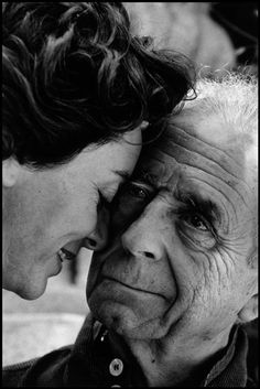 Bruce Davidson: Michelangelo Antonioni with his wife. Italy, Venice, 1995.