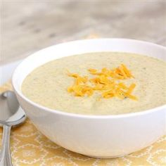 Broccoli Cheddar Soup - a rich, creamy homemade version of that cafe soup we all know and love Broccoli Soup, Broccoli Cheddar, Good Food, Yummy Food, Goulash, Soup And Sandwich, Popular Recipes, Cooking Recipes, Soup Recipes