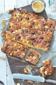 Kokos notenkoek – Carola Bakt Zoethoudertjes You will score high with this coconut nut cake! Coconut bar with nuts! Easy and delicious. I Love Food, Good Food, Yummy Food, Healthy Sweets, Healthy Baking, Food Cakes, Cupcake Cakes, Dessert Cake Recipes, Sweet Bakery