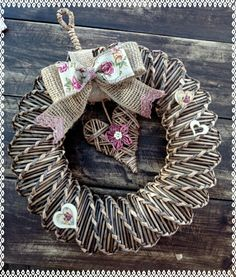 Paper Crafts, Diy Crafts, Basket Weaving, Burlap Wreath, Needlepoint, Christmas Wreaths, Recycling, Halloween, Home Decor