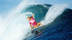 Bethany Hamilton: One-armed shark attack survivor beats world's best surfer in Fiji Bethany Hamilton, Famous Surfers, Pro Surfers, World Surf League, Soul Surfer, Surf Girls, My Idol, Shark, Photos