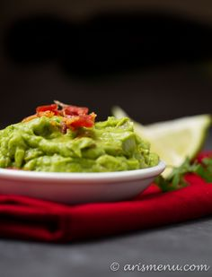 Roasted Jalapeno & Garlic Bacon Guacamole: Smooth, creamy and loaded with crispy bacon! Appetizer Salads, Easy Appetizer Recipes, Potluck Recipes, Whole Food Recipes, Cooking Recipes, Potluck Food, What's Cooking, Appetizers, Healthy Meals For Kids