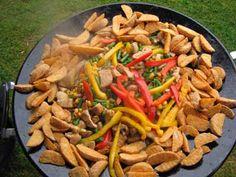 Aardappel, div groenten, kip Camping Grill, Camping Meals, Grilling, Caravan, Catering, Safari, Chicken, Ethnic Recipes, Outdoor