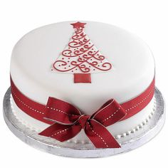 Easy Cake : You can restore a similar look by placing a tree-shaped cookie cutter in the . Christmas Themed Cake, Christmas Cake Designs, Christmas Cake Decorations, Christmas Cupcakes, Christmas Sweets, Holiday Cakes, Christmas Cooking, Xmas Cakes, Elegant Christmas