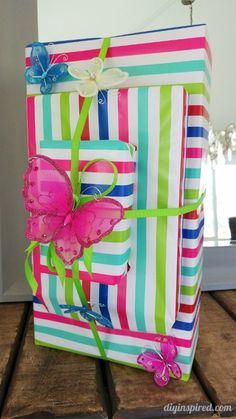 Butterfly gift wrapping idea plus a dozen clever and inexpensive gift wrapping Ideas Easy Crafts To Sell, Christmas Crafts To Sell, Paper Crafts For Kids, Christmas Decorations, Gift Wrapping Techniques, Wrapping Ideas, Wrapping Presents, Gift Wraping, Butterfly Gifts