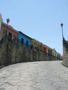 Calle de Hostos Zona Colonial, Santo Domingo. DOMINICAN REPUBLIC                . (Foto tomada el 23 de julio del 2004. ® Rix. Ricardo López Gómez)