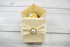 Bőr hatású papír doboz - Tökéletes esküvői meghívók Wedding Accessories, Napkin Rings, Wedding Props, Napkin Holders, Bridal Accessories