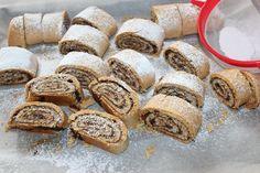 עוגיות מגולגלות במילוי תמרים או שוקולד   קסם של עוגה