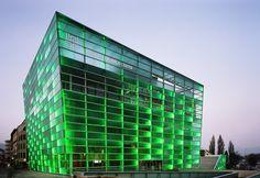 Erweiterung Ars Electronica Center in Linz - Glas - Kultur - baunetzwissen. Facade Lighting, Lighting Design, Retail Facade, Light Architecture, Skyscraper, Multi Story Building, Europe, Linz, Culture