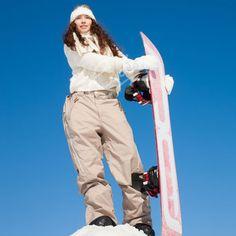 Aina ei tarvitse lähteä Lappiin, että voi kuvata tyylikkäitä talvikuvia. Tämä suomalainen kuva on kuvattu Serenan rinteillä Espoossa. 😀 ⛷️ ⛷️