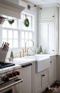 Festive and Beautiful Christmas Kitchen Decor Ideas #holiday #christmas #kitchen #decor #decorating #ideas Red Kitchen Decor, Ikea Kitchen, Kitchen Styling, Kitchen Ideas, Framed Recipes, Christmas Kitchen, Retro Christmas, Christmas 2019, Minimal Decor