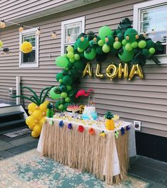 aloha party My birthday party decorated by me and my mom Aloha Party, Hawaii Birthday Party, Luau Theme Party, Hawaiian Luau Party, Hawaiian Birthday, Summer Birthday, Summer Parties, Tea Parties, Hawaiian Party Decorations