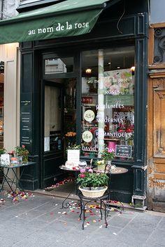 Au Nom de la Rose | Rue St Antoine, Paris