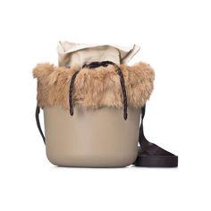 Secchiello in lapin dalla collezione di borse O Bag Fullspot per l'Autunno Inverno 2015 2016.