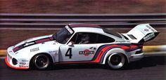 J.Ickx / Jochen Mass (Porsche 935 2,8 L.-turbo) vainqueur des 6 heures de Vallelunga 1976 - L'Automobile mai 1976.