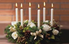 bright table decor for christmas   This season?s hottest Christmas table decorating ideas