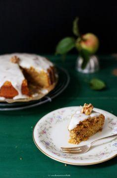 Apfel-Möhrenkuchen mit kandierten Walnüssen und Honigglasur