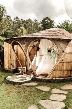 hotel arquitectura 20 Amazing Hotels In Striking Locations You Must Visit Bamboo House Bali, Bamboo House Design, Bamboo Building, Hut House, Jungle House, Bamboo Structure, Bamboo Architecture, Best Hotels, Amazing Hotels