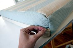 Great tutorial for making cushion covers for the pop up camper.