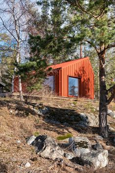 Photo 12 of 13 in A Tiny Cabin in Rural Sweden Pops With Red Pinewood from A Tiny Cabin in Rural Sweden Pops With Red Plywood - Dwell Plywood House, Nature Architecture, Red Houses, Small Houses, Plywood Interior, Tiny Cabins, Modern Cabins, Swedish House, Monochrome