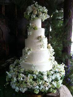 Twilight's Saga's Breaking Dawn-Bella Swan's wedding cake-spectacular!
