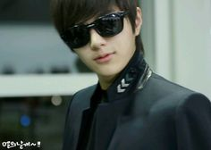 [PIC] 130414 Myungsoo at Fukuoka Airport (cr: l'aile) pic.twitter.com/qrcyBbAjBY