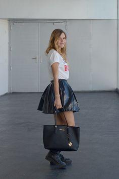 Ey Sorry I'm a Blogger! el blog de luceral. bloggermoda. camiseta blue velvet madrid y falda de kling en la MBFW Madrid