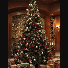Why Artificial Christmas Tree is Better than Freshly Cut , Home & Garden Design . Why Artificial Christmas Tree is Better than Freshly Cut , Home & Garden Design Ideas Articles Why Days Till Christmas, Merry Christmas, Christmas Home, Christmas Lights, Christmas Trees, Holiday Lights, Christmas Countdown, Simple Christmas, White Christmas