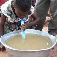 Sok helyen az ivóvíz minősége is problémás (a képen egy vízszűrő látható használat közben).