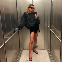 21 Inspiration Casual Style Looks That Make You Look Cool fashion Perfect Street Style Looks Look Fashion, Girl Fashion, Fashion Outfits, Womens Fashion, Fashion Trends, Fashion Jobs, Travel Outfits, Fashion Images, Fashion Fashion
