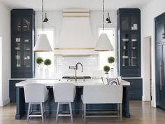 This Cumming house is chic, sophisticated, and family-friendly - Atlanta Magazine Casual Dining Rooms, Atlanta Homes, Visual Comfort, Celebrity Houses, House And Home Magazine, Beautiful Space, Home Kitchens, Dream Kitchens, Beautiful Kitchens